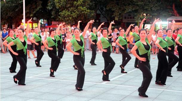 广场舞草原有多么美_广场舞喽_广场舞视频大全